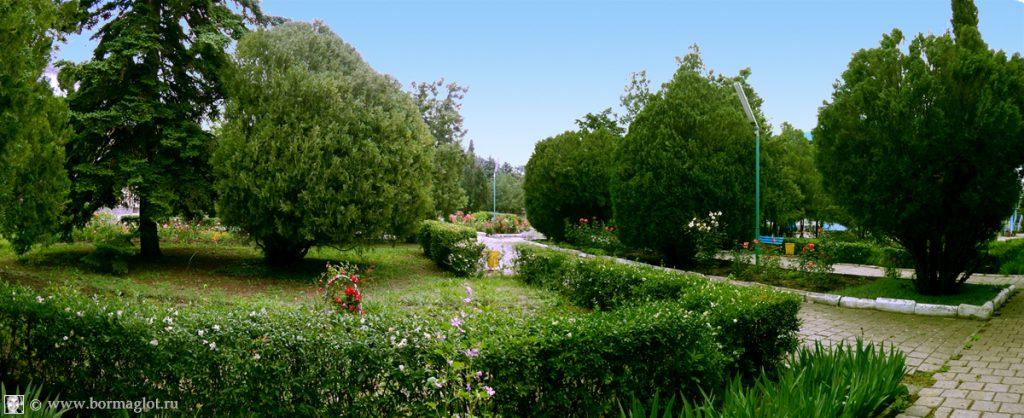 Парк в пансионате «Крымское приморье»