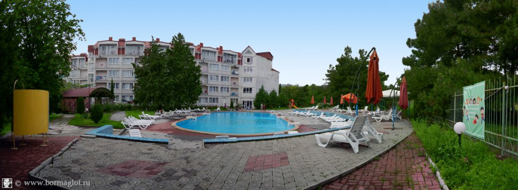 бассейн в пансионате Крымское приморье