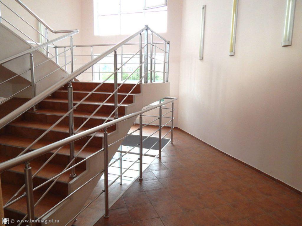 фотография межэтажной лестницы